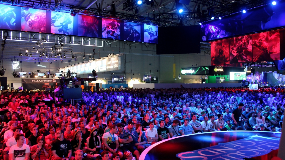 youporn is considering sponsoring a dota or league of legends team